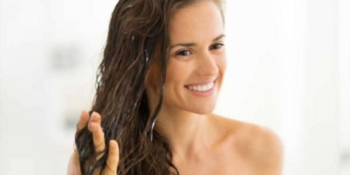 How to Moisturize Your Hair With Conditioner